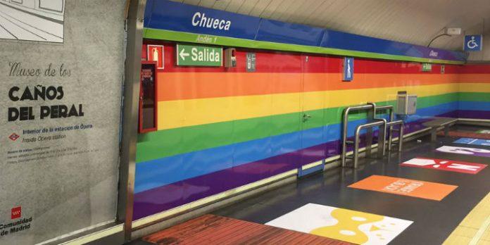Regenbogen Design für U Bahn Station im Szeneviertel von