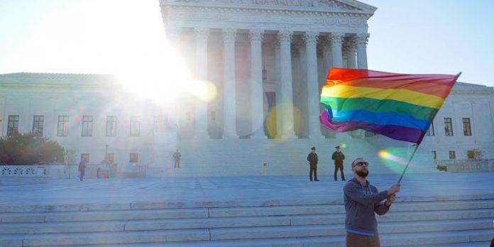 Regenbogenflagge vor dem SCOTUS