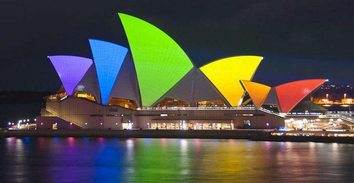 Sydney Opera House in Regenbogenfarben