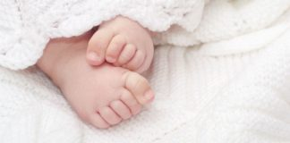 Symbolfoto - Babyfüße