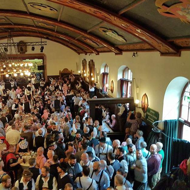 Krachlederne statt Chaps: Das Starkbierfest in München