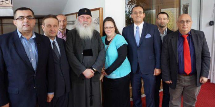 Kim Davis mit religiösen Aktivisten in Rumänien