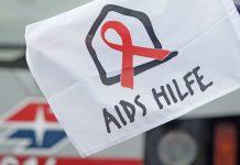 Flagge der Aids Hilfe Wien