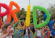 Gruppe auf der Regenbogenparade 2017