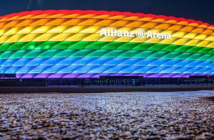 Allianz-Arena in Regenbogen-Farben