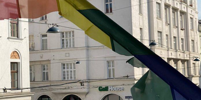 Regenbogenflagge am Volkskundemuseum Wien