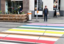 Regenbogen-Zebrastreifen in der Josefstadt