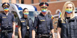 Polizisten mit Regenbogenmasken